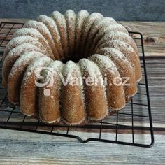 Vláčná cuketová bábovka recept - Vareni.cz Muffin, Breakfast, Food, Morning Coffee, Essen, Muffins, Meals, Cupcakes, Yemek