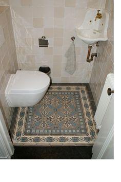 Toilet encaustic antique floor Toilet met oude vloertegels. Collectie FLOORZ