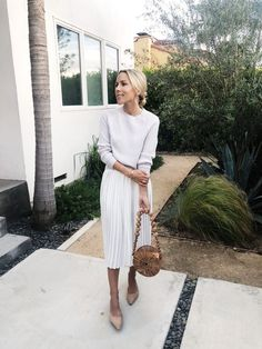 All Cream Outfit for the evening - style - Modest Fashion Fashion Mode, Modest Fashion, Look Fashion, Skirt Fashion, Spring Fashion, Fashion Outfits, Womens Fashion, Fashion Check, 80s Fashion