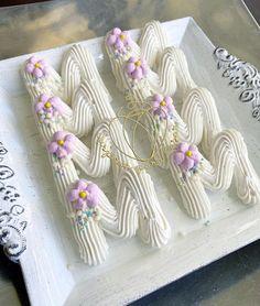 Meringue Pavlova, Meringue Desserts, Meringue Cookies, Cupcake Cookies, Sugar Cookies, Bolo Tye Dye, Pretty Cakes, Beautiful Cakes, Frosting Flowers