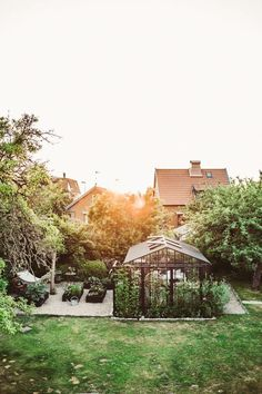 Piondoft och söndagsjobb (Krickelins) Garden Cottage, Balcony Garden, Vegetable Garden, Dream Garden, Garden Planning, Garden Inspiration, Backyard Landscaping, Fresco, Porches