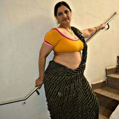 how to get contacts of desi girls unsatisfied Housewives in India ? Aunties Photos, Girl Photos, Bhabhi Pics, Aunty Desi Hot, Prity Girl, Aunty In Saree, Beautiful Women Over 40, Hot Actresses, India Beauty