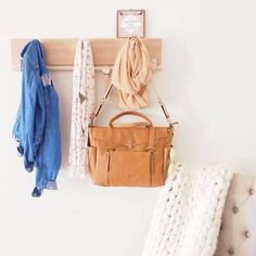 @storksak We LOVE their award winning Emma Leather in Tan. The perfect bag to keep you looking stylish this Autumn. Thank-you @VIXSA for this lovely photo!