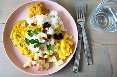 Kylling i Karry a la Ristaffel - gid ide til en ret til ungerne Tasty, Yummy Food, Kids Meals, Main Dishes, Food And Drink, Cooking Recipes, Favorite Recipes, Snacks, Chicken