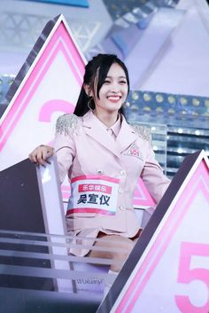 Yuehua Entertainment, Starship Entertainment, Xuan Yi, Cheng Xiao, Cosmic Girls, Kpop, Asian Girl, Singer, My Favorite Things