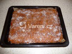 Recept na opravdu jednoduchý koláč z jablek, který bude chutnat i dětem. Sheet Pan, Desserts, Food, Springform Pan, Tailgate Desserts, Deserts, Essen, Postres, Meals