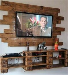 Are you ready to add your house with the service access of the LED holder with the wall decoration shelf? Well this is certainly one of the best way of bringing the set up of the wood pallet creations into something really useful and purposeful. It is designed all the more with simple and easy addition work.
