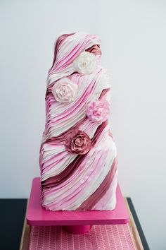 Pink Swirls and Ruffles Cake  Photography By / http://blogbyrachel.com,