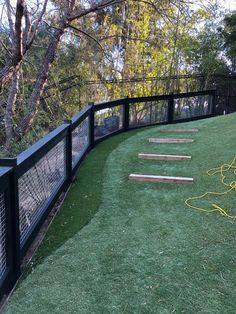 40 DIY Backyard Privacy Fence Design Ideas on A Budget we have some important privacy backyard fencing ideas which you can choose from in order to keep. Backyard Privacy, Small Backyard Landscaping, Backyard Fences, Fenced In Backyard Ideas, Landscaping Ideas, Cheap Garden Fencing, Fence For Garden, Backyard Dog Area, Nice Backyard