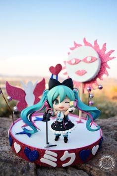 by MAUSTARK (vocaloid nendoroid hatsune_miku good_smile_company nendoron crypton_future_media imai_yuuichi Hatsune Miku, Anime Dolls, Good Smile, Anime Neko, Cata, Sailor Moon, Dragon Ball, Birthday Cake, Japanese