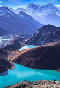 Les lacs Gokyo sont des lacs oligotrophes situés dans le Parc national de Sagarmatha au Népal, à une altitude comprise entre 4 700 et 5 000 m