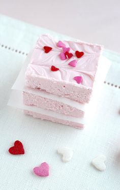 #Valentine's Day2 Ingredient #Strawberry #Fudge #gift idea #crafts #DIY ToniK ℬe Meℜℜy cookiesandcups.com
