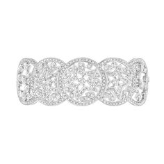 Le bracelet Etoile Filante de Chanel haute joaillerie en or blanc, serti de 594 diamants http://www.vogue.fr/joaillerie/le-bijou-du-jour/diaporama/la-bague-constellation-du-lion-de-chanel-haute-joaillerie/18768/carrousel#le-bracelet-etoile-filante-de-chanel-haute-joaillerie-en-or-blanc-serti-de-594-diamants