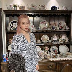 yeri ye rj kim yerim yeri aesthetics aesthetic cute soft pastel red velvet reveluv reve sm ent 레드벨벳 r o s i e Kim Yerim, Velvet Fashion, Seulgi, Aesthetic Girl, Kpop Girls, Gorgeous Women, South Korean Girls, Red Velvet, Cool Girl