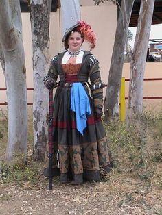 Happy Margaret I dont know her but her gown si just fantastic! Renaissance Mode, Renaissance Costume, Medieval Costume, Renaissance Clothing, Renaissance Fashion, Medieval Dress, Historical Costume, Historical Clothing, 16th Century Fashion