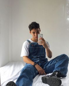 Boys in Overalls — ares857: internet find If you'd like this... Aesthetic Boy, Purple Aesthetic, Aesthetic Fashion, Aesthetic Clothes, Levis, Overalls Fashion, Retro Fashion, Mens Fashion, Yellow Clothes