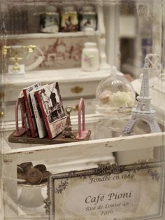 LOVE LOVE this!!! A Doll's House, Casablanca and the small shelf of books - Shelf and little books Visit nukkekoticasablanca.blogspot.com