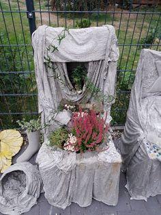 Cement Flower Pots, Cement Planters, Concrete Garden, Garden Deco, Garden Art, Garden Design, Framed Burlap, Florida Gardening, Concrete Table