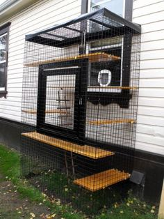Cool Catios for Your Feline Friend This catio is the perfect example of a window perch gone mega.This catio is the perfect example of a window perch gone mega. Diy Cat Enclosure, Outdoor Cat Enclosure, Reptile Enclosure, Cage Chat, Cat Cages, Cat Perch, Cat Window Perch, Gatos Cats, Cat Shelves