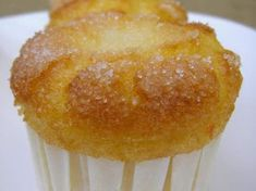 Ponemos la media naranja en el vaso y la trituramos unos segundos.Le añadimos los huevos y el azúcar, programamos 3 minutos, 37º, velocidad 5. - Receta Postre : Magdalenas de naranja (thermomix) por Cristina Bakery Recipes, Kitchen Recipes, Cupcake Recipes, Cupcake Cakes, Dessert Recipes, Cooking Recipes, Muffins, Coke Cake, Thermomix Desserts
