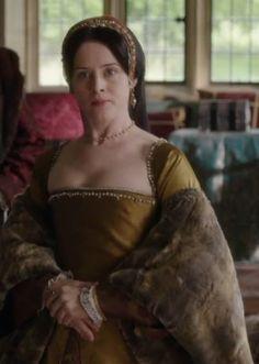 Claire Foy portrays Anne Boleyn in the miniseries 'Wolf Hall'. Anne Boleyn Tudors, Wolf Hall, Tudor Fashion, Tudor Era, The Time Machine, Lady Jane, Elizabeth I, Renaissance Clothing, Great Love