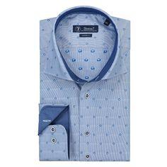 Uniek blauw overhemd met geweven stippen van Sleeve7. Heerlijk overhemd om te dragen in de zomer, door de frisse look. Jacquard stof wordt geweven op een speciaal weefgetouw, waar de wever de draden individueel kan bedienen en hierdoor zeer complexe structuren kan creëren. Het overhemd heeft een Italian spread boord. Deze is iets breder dan de klassieke spread collar en kan met en zonder stropdas gedragen worden. Het overhemd heeft een modern fit pasvorm, dat wil zeggen dat het licht…