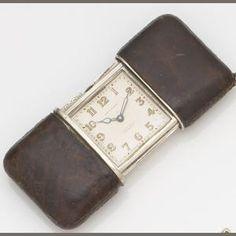 Movado. A lady's silver manual wind sliding purse watch Case No.1217077, Circa 1930 Estimate: £200 - 300 €260 - 390 US$ 310 - 470