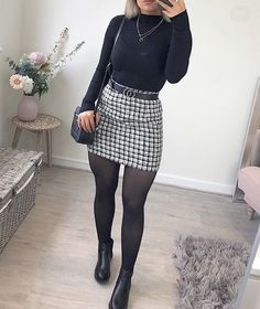 🖤🍂 I& getting into this floor lay thingies🤣 ! -Skirt- 🖤 jumper, boots and bag - Posted in 2 days whaaaat ! Winter Fashion Outfits, Fall Winter Outfits, Look Fashion, Autumn Fashion, Womens Fashion, Skirt Outfits For Winter, Dresses For Winter, Work Outfit Winter, Ladies Fashion