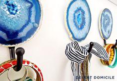 DIY Gold Leaf Agate Slice Wall Hook – Great for hanging jewelry, keys, or tea towels! #diy #agate