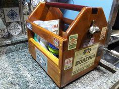 Caixa de bebidas com abridor de garrafas  Beer carrier with bottle opner
