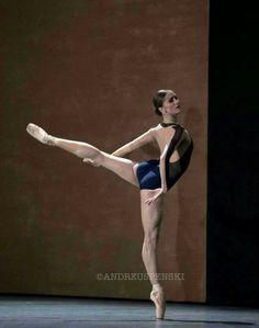 244fb1a3c83a65d2f0233afda0e0191c--dance-books-ballet-dancers.jpg 736×934 pixels