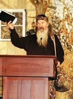 Phil Robertson preaching the Word of God! I've always wanted to speak to people about God. Robertson Family, Phil Robertson, Duck Dynasty Family, Dynasty Tv, Duck Calls, Quack Quack, Duck Commander, Family Values, Christian Families
