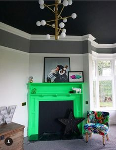 I love this fabulous black ceiling in the home of Katie Woods . The black helps to show off the beautiful original cornicing which would fade away into a white ceiling Living Room Trends, Living Room Interior, Interior Livingroom, Living Rooms, Easy Home Decor, Cheap Home Decor, Kids Decor, Decor Ideas, Interior Design Advice