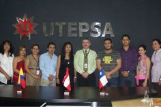 El alumno Yamir López Robles de Turismo, en reunión con el rector de la UTEPSA en Bolivia.