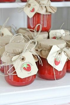 Strawberry Rhubarb Jam packaging is so cute! Strawberry Patch, Strawberry Jam, Strawberry Preserves, Strawberry Fields, Jam Packaging, Bottle Packaging, Diy Cadeau Noel, Vibeke Design, Canning Labels