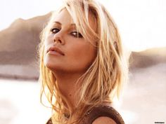 yep...I want to be her.  Charlize Theron is possibly the most beautiful woman alive.