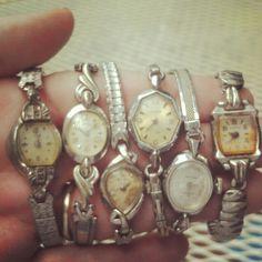 Vintage ladies watches WANT ! Vintage Watches Women, Ladies Watches, Antique Watches, Wrist Watches, Vintage Wear, Vintage Ladies, Antique Jewelry, Vintage Jewelry, Vintage Purses