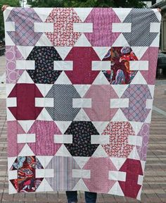 Hooked Hexagons Block Tutorial | This pretty berry and pink quilt is great for those new to quilting!