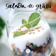 O querido chef Juliano Cordeiro, do Buffet Zest, não poderia ter tido ideia melhor que a deliciosa e saudável Salada de Grãos e Frutas Secas com Coalhada Seca, cuja receita compartilharemos com vocês hoje.
