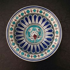 Ceramic Plates, Decorative Plates, Diy Resin Art, Turkish Tiles, Blue Pottery, Plate Art, Pottery Designs, Ottoman, Tile Art