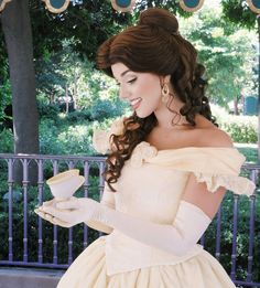 Belle beauty and the beast Disney Princess Makeup, Princess Face, Disney Princess Belle, Disney Princesses, Disney Cosplay, Disney Costumes, Belle Makeup, Princess Academy, Belle Beauty And The Beast