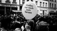 MYFEST - Es war mal wieder ein gelungenes, multikulturelles und friedliches Straßenfest in Kreuzberg. Aufgenommen und bearbeitet mit einem iPhone 4S und der App ProCamera.