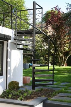 Pergola For Small Backyard Info: 6466151910 Staircase Outdoor, Spiral Staircase, Staircase Design, Outside Stairs, Casa Patio, Exterior Stairs, Rooftop Terrace, Stair Railing, Pergola Designs