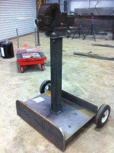 Leg Vise Stand - Bing Images Vise Stand, Tool Stand, Metal Projects, Welding Projects, Diy Projects, Metal Working Tools, Metal Tools, Welding Design, Tool Room