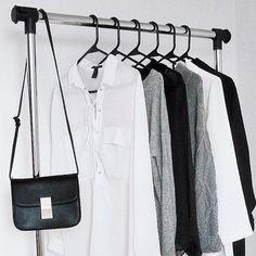 How to Create a Minimalist Capsule Wardrobe Capsule Wardrobe, Wardrobe Rack, Minimalist Closet, Tshirt Photography, Simple Wardrobe, Minimal Classic, Instagram Shop, Urban Fashion, Monochrome