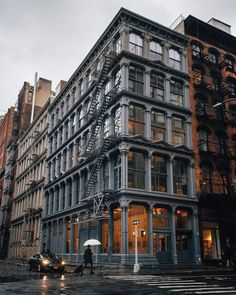 Joe Thomas is a travel and architecture photographer based in New York City. Building Photography, City Photography, Appartement New York, Joe Thomas, Loft Interior, Downtown New York, New York Soho, New York Architecture, Urban Architecture