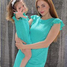 Madre e hija vestido #vestidos #madre #primavera #turquesa #invitadaperfecta #modainfantil  mamá y niña para vestir iguales #twins Mario, Kids Fashion, Cover Up, Mom, Dresses, Mom And Girl, Girls Dresses, Turquoise, Stencils