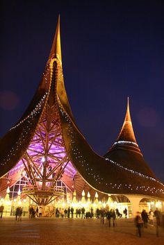 Efteling hoofdingang. 5 zintuigen  Looks kind of like Cirque du Soleil!