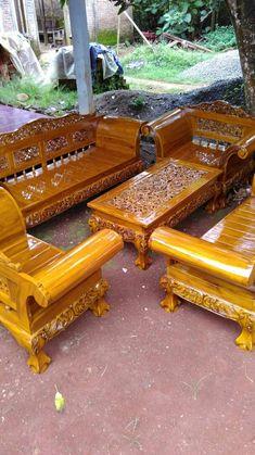 Set kursi tamu madura jumbo ini dibuat oleh tukang kayu kami yang sudah sangat handal dibidangnya dan dibuat dari bahan kayu jati TPK Perhutani