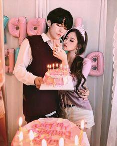 Kim Jennie, Taehyung Abs, Korean Drama List, Wattpad Book Covers, Kpop Couples, Blackpink Video, Korean Couple, Blackpink And Bts, Foto Jungkook